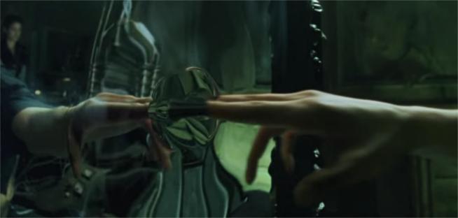 neo_touches_mirror_in_the_matrix